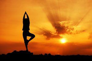 pag09_come-eseguire-la-posizione-yoga-saluto-alla-luna_8ea8ad60389728eccc633bdecfc17908