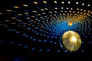 pag09_groovy-disco-ball